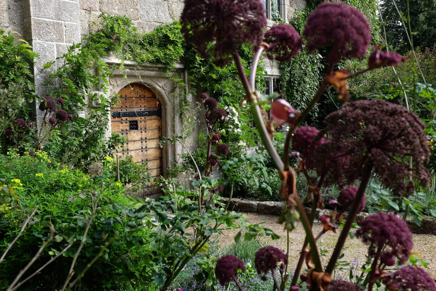 Arts and crafts manor in Devon, garden design
